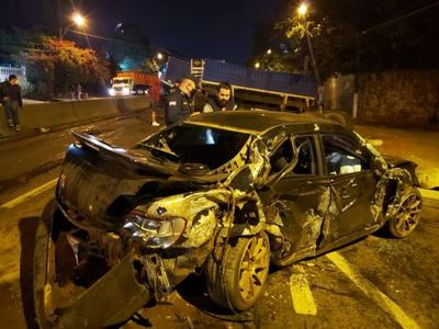 Un aparatoso accidente dejó daños materiales sobre la Ruta PY 02, en Capiatá