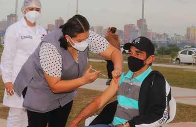 Más de 76.000 personas del grupo vulnerable fueron inmunizados el fin de semana