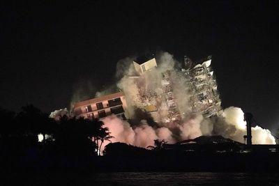 Miami: Demolieron lo que quedó en pie del edificio de Surfside tras la tragedia