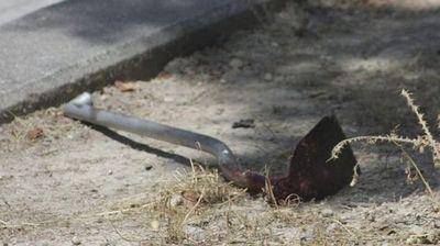Hombre con ordenes de captura fue detenido por golpear a su concubina con una azada