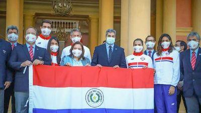 Mario Abdo Benítez entrega bandera a delegación olímpica