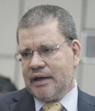 """""""Hay sobrados motivos para el retiro de Giuzzio del Ministerio del Interior"""", según senador Antonio Barrios"""