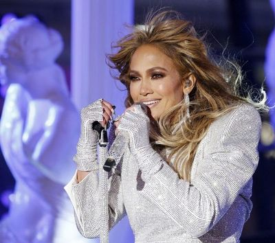 """Jennifer López le canta a la soltería en """"Cambia el paso"""""""