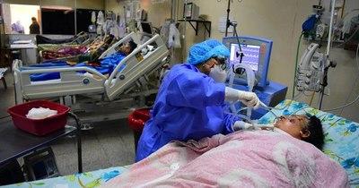 La Nación / Clínicas: menos consultas respiratorias, pero camas UTI siguen al 100%
