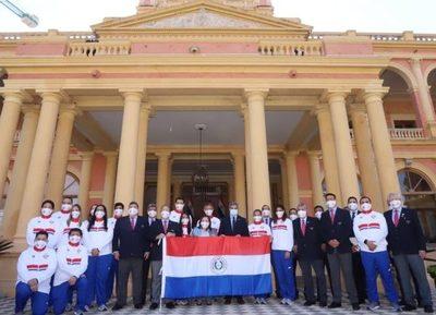 Mario Abdo entregó bandera a deportistas que competirán en los Juegos Olímpicos de Tokio