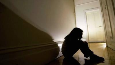 Aplican doce años de cárcel a un hombre que abusó de su hijastra menor