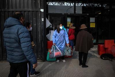 Argentina avanza en su plan de vacunación mientras descienden los contagios