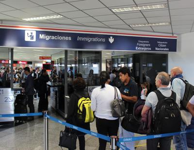 Gobierno dispone cuarentena obligatoria para viajeros que llegan de EE.UU. y Brasil