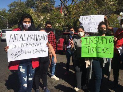 Personal de blanco del hospital distrital de Limpio denuncia persecución