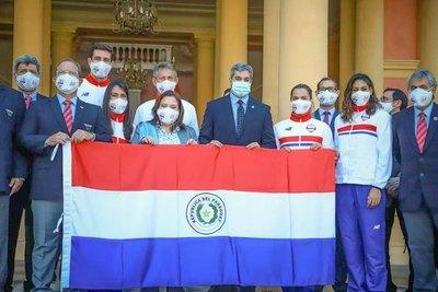 Marito Abdo Benítez entregó la bandera paraguaya a la delegación olímpica