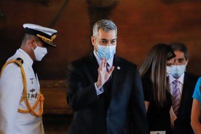 Mario Abdo Benítez promulga ley de control a las binacionales