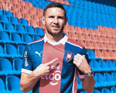 Cerro Porteño presentó oficialmente a su nuevo goleador