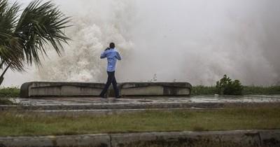 La Nación / La tormenta Elsa golpea Cuba con fuertes y peligrosas lluvias