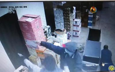 Motochorros asaltan distribuidoras de bebidas en Luque y roban G. 43 millones •