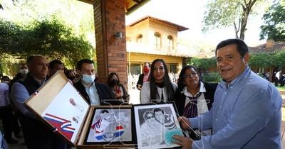 La Nación / Multitudinaria muestra de afecto al ex presidente Horacio Cartes