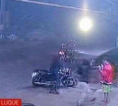 A punta de arma de fuego le robaron la moto