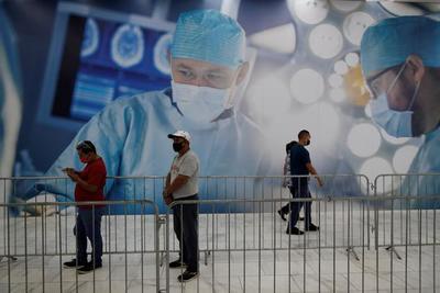 Panamá vacuna a personal de restaurantes y hoteles con anhelo de recuperación