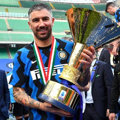 Kolarov renueva con el Inter