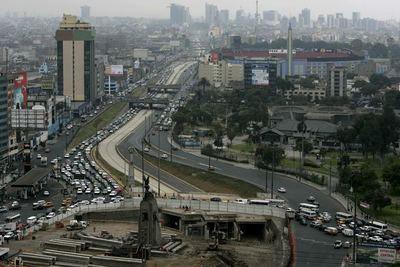 La clase media en Perú se redujo del 43 % al 24 % en 2020, según un estudio