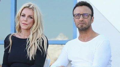 Luego de 25 años trabajando juntos, el epresentante artístico de Britney Spears renunció