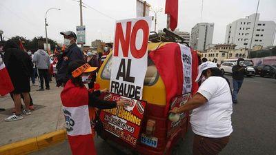 Perú aún no proclamó al presidente tras 1 mes de los comicios