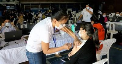 La Nación / Vacuna anti-COVID: lento proceder y falta de tiempo dejó a mucha gente sin vacunarse