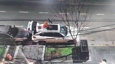 Crónica / Yiyi reventó camio de su chuli porque ¿no abrió la puerta?
