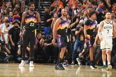 Phoenix Suns vence a Milwaukee Bucks y se adelanta en las finales de la NBA