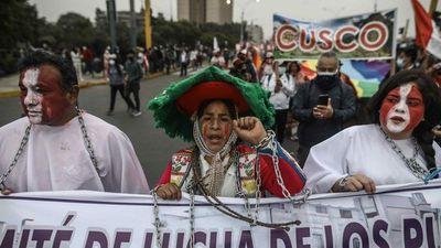 Seguidores de Castillo y Fujimori acampan para defender voto