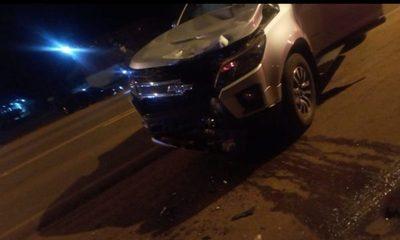 Motociclista muere al chocar contra camioneta