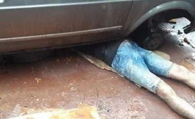 Hombre muere aplastado por su furgoneta mientras la reparaba
