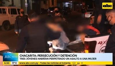 Policía detiene a tres adolescentes sospechosos de asaltar a una mujer