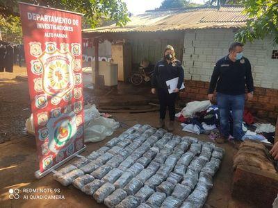 Incautan 85 kilos de marihuana tras allanamiento en CDE