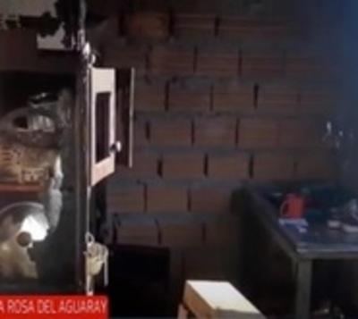 Incendio deja a una familia sin nada en Santa Rosa del Aguaray