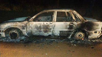 Incineran vehículo utilizado en intento de asalto a funcionarios de la Municipalidad