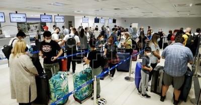 La Nación / Argentinos vienen a Paraguay a esperar ante imposibilidad de entrar a su país