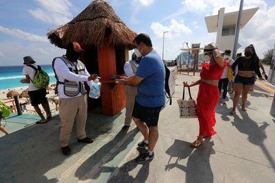 """""""Como si ya no hubiera coronavirus"""": Turismo en Cancún supera cifras anteriores a la pandemia"""