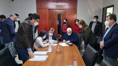 Renuevan adenda que asegura becas y salarios a personal de salud y docentes de Itapúa