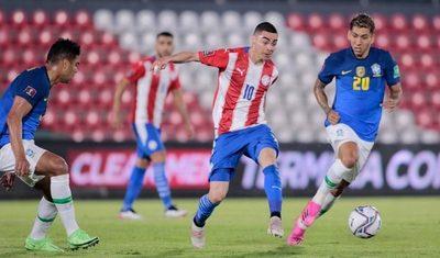 Almirón defiende a Berizzo y dispara contra el árbitro que dirigió ante Perú