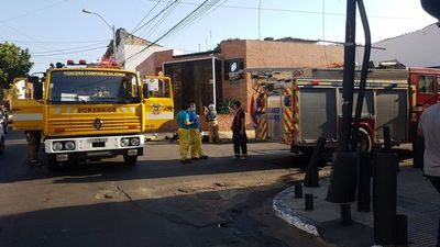 Bomberos controlan principio de incendio en una empresa