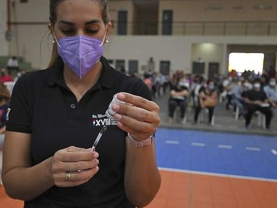 Aprueban usar la vacuna Pfizer en menores de entre 12 y 17 años con enfermedades de base