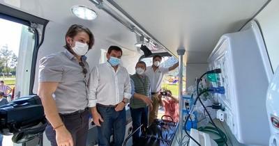 La Nación / Gobernación de Paraguarí dona al sistema de salud una ambulancia con UTI