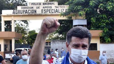 Efraín Alegre irá a juicio oral por el caso de las facturas