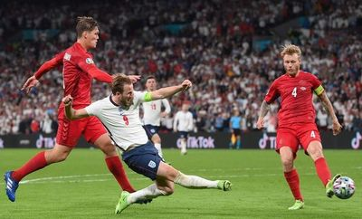 Inglaterra, a la final de la Eurocopa con penal polémico