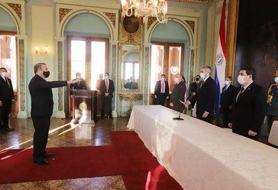 José Antonio Dos Santos juró como embajador de Paraguay en EE.UU.