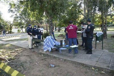 Hallan dos cuerpos sin vida en Villa Morra
