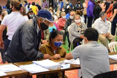 Adultos mayores pueden retirar tarjetas de pensión del correo paraguayo en CDE