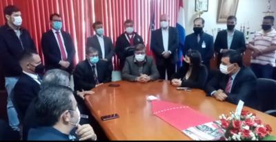 Lucas Caballero asume como intendente en Minga Guazú
