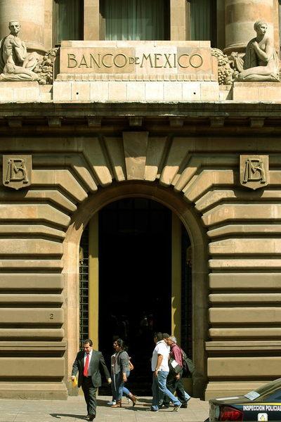 """El Banco de México ve una recuperación económica """"moderada e incompleta"""""""