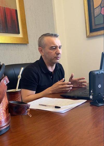 Dani Centurión presenta renuncia al cargo de concejal de Asunción